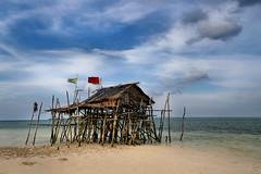 Ohoidertawun (Kei Island) (Ma Poupoule) Tags: ohoidertawun kei keiisland moluques maluku sea mer gypsies seagypsies cloud clouds nuages pêcheur fisherman asia asie sand cabane