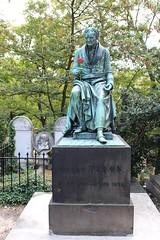 Paris 20ème - Cimetière du Père Lachaise (mda'skaly) Tags: cimetières cemeteries pèrelachaise paris france statues