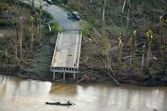 RÍO TOA. EL HURACAN MATTHEW DESTRUYE PUENTE SOBRE EL RIO TOA EN OCTUBRE DE 2016. (ceosgol) Tags: cuba holguin huracanmatthew desastres riotoa puentedestruido baracoa guantánamo