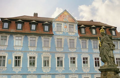 Hellerhaus and Queen Kunigunde (jimsawthat) Tags: enhanced architecture historic architecturaldetails smalltown statue bamberg bavaria germany