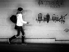 musik ROCKS (Sandy...J) Tags: urban grafitti street streetphotography sw strasenfotografie city monochrom walking blackwhite bw germany olympus wall women photography