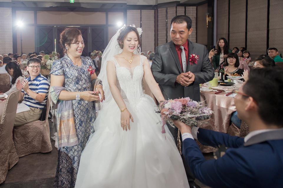 台南東東宴會式場 婚宴 走在幸福的紅毯上 R & B 114