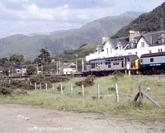 37423 in Fort William waiting to leave with the sleeper to Euston on the 19-06-1989. (Robert Lewis(railhereford)) Tags: 37423