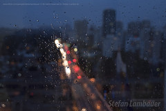 Rainy day (Stefan Lambauer) Tags: stefanlambauer brasil brazil santos lights bóque bokeh flou desfoque waterdrops window glass colors blur gotas água gotadágua city street traffic buildings 2018 chuva sãopaulo br
