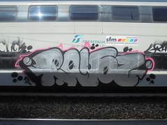 185 (en-ri) Tags: rayoz gelo click crew nero argento rosa arrow train torino graffiti writing 18 2018