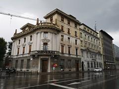 Bergamo (Toni Kaarttinen) Tags: italy italia italie italien italio lombardia bergamo rainy rainyday corner