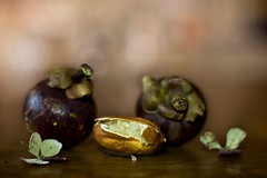 IMG_1795---hélios-40-2-85mm-à-f1,5---citron-caviar-et-mangoustans  web (Monique J.) Tags: naturemorte bokehlicious bokeh hélios40285mm15