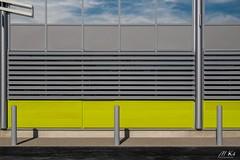 Sochaux_0918-11 (Mich.Ka) Tags: doubs franchecomte sochaux architecture building bâtiment bâtimentindustriel designindustriel façade geometrique graphic graphique house industrialdesign ligne line magasin reflection reflet shop