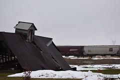 Fallen Grain (R.G. Five) Tags: cbq bnsf hopper heritage chicago burlington quincy snow route