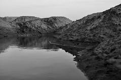 See in den (Sand-) Bergen (1) / Lake in the (Sand-) mountains (1) (Lichtabfall) Tags: lake blackandwhite blackwhite bw buchholzidn buchholz schwarzweiss sw wasser water see berge mountains monochrome landschaft landscape ufer