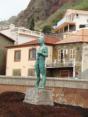 DSC03295_1 (Chat Malicieux) Tags: madeira statue fisherman fischer paúldomar