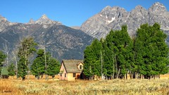 Grand Tetons, Mormon Row (Suzanham) Tags: historic park wyoming grandtetonnationalpark mormonrow landscape mountains mountainscape building nature structure homestead