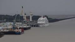 MS Europa in Le Havre (BonsaiTruck) Tags: motoschiff kreuzfahrtschiff passagierschiff luxusliner europa ms seine havre schiff schiffe ship boat