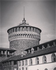 Castello Sforzesco di Milano, Milano, Italia This huge, old castle can be seen from almost anywhere in the older section of Milan and works as a great landmark for navigation when walking the city. Two major subway stops are directly outside so it quickly (dewelch) Tags: