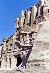 Tombeau aux obélisques (Raymonde Contensous) Tags: jordanie petra roche tombeaux pierre sitesarchéologiques maan nature sitesantiques tombeauauxobélisques
