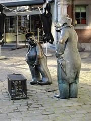 Djoseph èt Françwès, statues at Place d'Armes, Namur, Belgium (Paul McClure DC) Tags: belgium belgique wallonie wallonia feb2018 namur namen ardennes modern sculpture historic statue