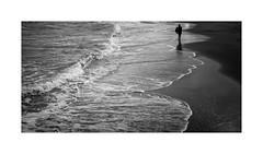 Timmendorfer Strand V (Passie13(Ines van Megen-Thijssen)) Tags: deutschland timmendorferstrand timmendorf beach strand ostsee surfer blackandwhite bw sw zw zwartwit monochroom monochrome monochrom fujifilm x100f inesvanmegen inesvanmegenthijssen