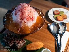 P1060913 (Lucy (嘉莉)) Tags: red taipei xinyidistrict shavedice dessert goodchos 好丘 cafe