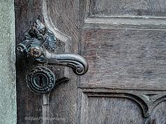 (Fay2603) Tags: mystery geheimnisvoll türe door porta porte türgriff türklinke schmiedeeisern handmade wooden holzd holztür