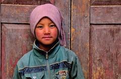 Nepal- Mustang- Ghami (venturidonatella) Tags: nepal mustang ghami ghemi persone people gentes colori colors portrait ritratto nikon nikond300 d300 sguardo look bambini children child banbino berretto hat sorriso smile