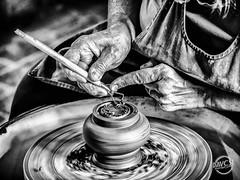 Reflets de notre humeur, de notre métier, de nos cultures, nos mains en dévoilent plus que les mots.. (davcsl) Tags: blackwhite bw biancoenero blackandwhitephotosonly davcsl doigts europe france hands monochrome monotones moutiersenpuisaye noiretblanc people women woman manos mains poterie potier puisaye saintsauveurenpuisaye yonne bourgogne
