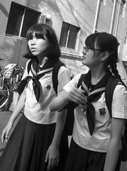 DSC00833_ep_gs (Eric.Parker) Tags: tokyo 2016 japan shimokitazawa schoolgirl uniform bw