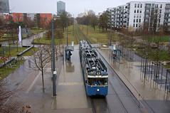 Blick aufs Dach: P-Zug 2006/3004 an der Domagkstraße. Bei dem Wetter macht dann auch mal der Scheibenwischer schlapp, zum Glück kann an der Endstation ein Ersatz montiert werden (Frederik Buchleitner) Tags: 2006 3004 linie23 munich münchen pwagen strasenbahn streetcar tram trambahn
