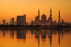 1001 Nacht (VintageLensLover) Tags: moschee abudhabi scheichzayedmoschee architektur sonnenuntergang sunset vae emirate 1001nacht spiegelungen reflections wasser gebäude
