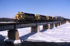 Frozen (ujka4) Tags: santafe atchisontopekasantafe atsf gp35 2892 bridge kankakeeriver snow lorenzo illinois il ice
