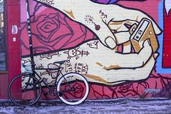 *69 (Jacques Lebleu) Tags: hiver vélo murale mains palette tatous rose trottoir ruesthubert glace
