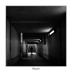 DSC_1745 (Francinen89) Tags: noiretblanc blackandwhite carré urbain urban ville city paysage landscape sombre dark humain human tunnel