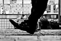 Street Beats (Victor Borst) Tags: geel street streetphotography streetlife reallife real realpeople asia asian asians faces face travel travelling trip traveling urban urbanroots urbanjungle blackandwhite bw mono monotone monochrome shibuyacrossing shopping music tokyo ja japan japanese fuji fujifilm city cityscape citylife feet foot happyplanet asiafavorites
