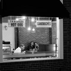(Pierrot le chat) Tags: streetphotography scènederue night blackandwhite noiretblanc orangecounty california window vitrine pizzapetes