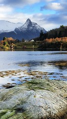 Eiksund & Liadalsnipa -|- Mountains background (erlingsi) Tags: no eiksund noreg liadalsnipa seaside fjæra sjø kyst klungsvågen eika