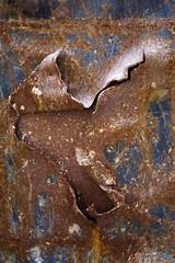 Inquiétante étrangeté (Gerard Hermand) Tags: 1811116377 gerardhermand londres london royaumeuni unitedkingdom canon eos5dmarkii conteneur container metal rouille rust detail