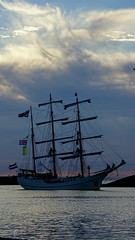 HARLINGEN, THE NETHERLANDS (pwitterholt) Tags: harlingen harbour port friesland sailingship zeilschip water avond evening save veilig wolken clouds sony sonyhx400 sonycybershot home