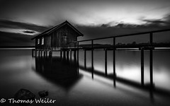 Ammersee 15_klein (1 von 1) (Thomas Weiler Fotografie) Tags: boathouse lake water abstract reflections black white sea ammersee stilt house sunset long exposure wide angle boardwalk germany cloudscape landscape natur bavaria schwarzweis fotografie weitwinkel bootshaus holzsteg langzeitbelichtung thomas weiler bayern landschaft see reflektionen