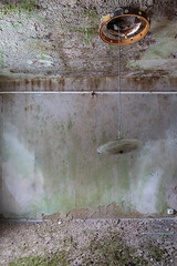 (bananahh) Tags: urbex ue decay abandoned verlassen leer verfall verfallen lampe