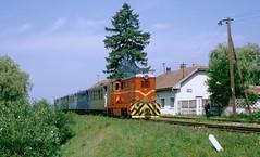 CFR 87-0026 with train to Miercurea Nirajului departs from Acatari station, 13-07-1995 (Paul-760) Tags: roemoenië romania rumänien cfr transsylvanien siebenbürgen l45h targu mures marosvásárhely schmalspur narrow gauge 760mm