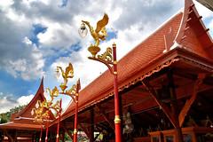 Wat Intharawihan: Bangkok (Manoo Mistry) Tags: bangkok thailand nikon nikond5500 tamron tamron18270mmzoomlens holiday buddhist buddha buddhism buddhisttemple buddhistshrine lamp lamppost lamps lampen