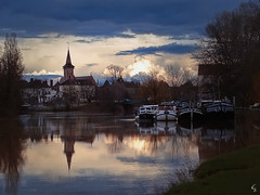 L o u h a n s (Photeliart) Tags: sonycybershot sonydsch1 shot camera capture picture photo photographie nature campaign city house winter reflection seille church clouds greysky boat trees water river