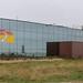 Umgebung spiegelt sich in der verglasten Fassade des Holland Casinos, das direkt am Meer steht