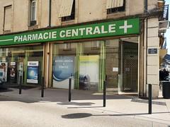 Axe central pour une enseigne centrale ! (laphotoduxix) Tags: drome 26 façade commerce ancien désertification travaux