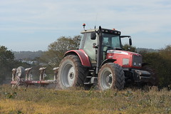 Massey Ferguson 6495 Tractor with a Gregoire Besson 5 Furrow Plough (Shane Casey CK25) Tags: massey ferguson 6495 tractor gregoire besson 5 furrow plough mf red agco carrigtohill traktor traktori tracteur trekker trator ciągnik ploughing turn sod turnsod turningsod turning sow sowing set setting tillage till tilling plant planting crop crops cereal cereals county cork ireland irish farm farmer farming agri agriculture contractor field ground soil dirt earth dust work working horse power horsepower hp pull pulling machine machinery nikon d7200