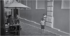 Fotografía Callejera (Street Photography) (Samy Collazo) Tags: pentaxauto1101978 pentax streetphotography fotografiacallejera aristaedu100 kodakd76 sanjuan oldsanjuan viejosanjuan puertorico bn bw