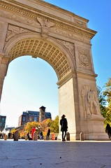 norland d. cruz photography: autumn at the george washington arch in greenwich village, nyc (photo no. 2) (norlandcruz74) Tags: autumn fall season colors arch arches george washington square park norland cruz pinoy filipino american nikon dx d5100 dslr leaf peeping ny nyc new york city manhattan greenwich village