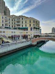 The Pearl - Doha, Qatar (fisherbray) Tags: fisherbray qatar stateofqatar دولةقطر dawlatqatar addawhah addawha addōḥa doha الدوحة google pixel2 thepearl thepearlqatar qanatquartier dohabay persiangulf arabiangulf water wasser