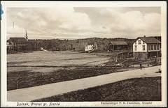Postkort fra Agder (Avtrykket) Tags: bolighus hus kirke langkirke låve mann postkort uthus vei arendal austagder norway nor