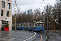 Einfahrt auf den neuen Platz am Schwabinger Tor (Frederik Buchleitner) Tags: 2006 3004 linie23 munich münchen pwagen schwabingertor strasenbahn streetcar tram trambahn