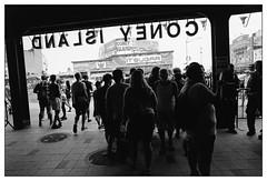 Coney Island, NYC - July, 2018 (_smith_) Tags: nyc coneyisland street tmax400 ilfotecddx14 28mmelmarit leicamp 20180704r2fr3